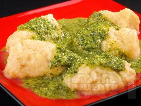 Ньоки от сладки картофи с песто от босилек - снимка на рецептата